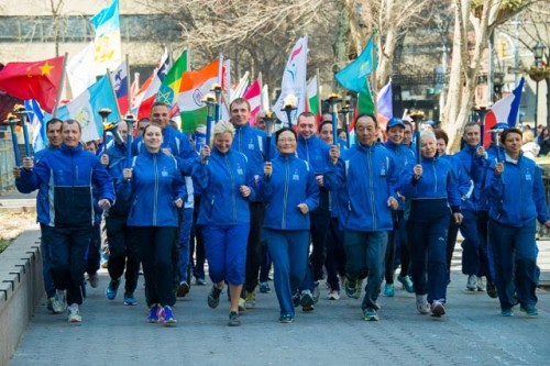 CKG-Peace-Runners-from-many-countries-with-flags-arrive-by-Bhashwar-Hart-0985