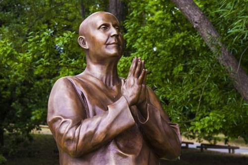 canberra-statue-3-4-sideways