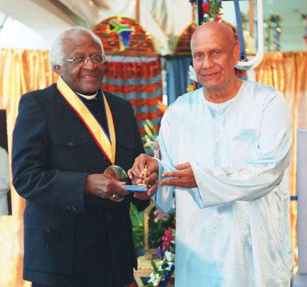 Sri Chinmoy Desmond Tutu